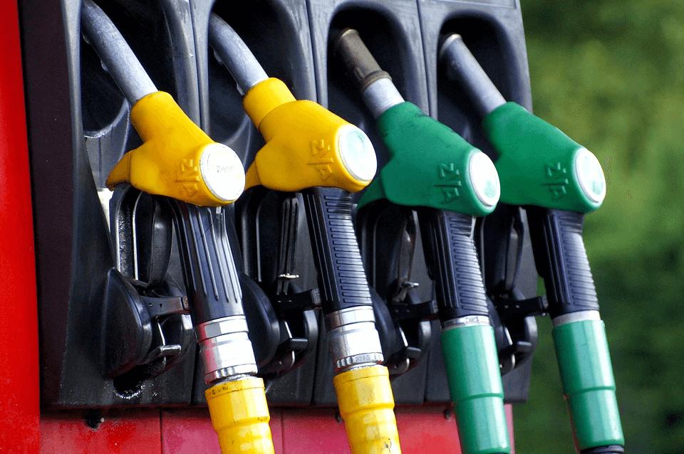 Consigli per risparmiare sul pieno ed evitare truffe sul carburante