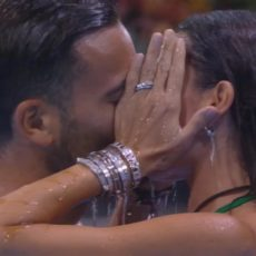 Elisabetta Gregoraci al GF VIP, bacio bollente in piscina: nuovo flirt per l'ex di Briatore