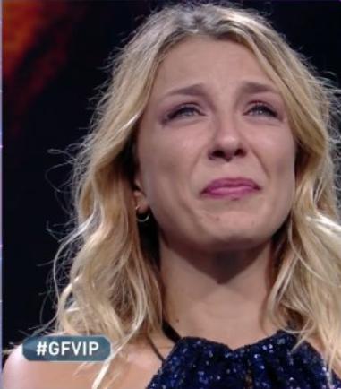 Myriam Catania che piange