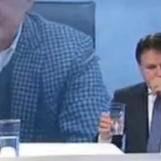 Giuseppe Conte: tosse e appunti in diretta a Otto e Mezzo