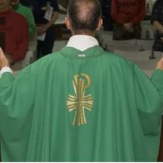 Sapete qual è lo stipendio dei preti e del Papa? Ve lo diciamo noi