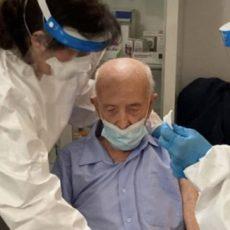 Nonno Basilio si vaccina a 103 anni, spuntano subito gli hater sul web