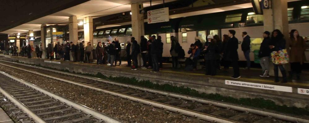 Monza: un uomo di 79 anni investito e ucciso da un treno, accanto ai binari trovato un bagaglio - Cronaca Arcore